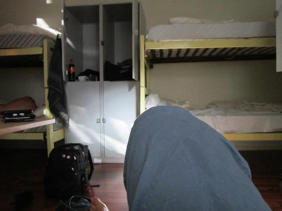 Backpackers Dusseldorf: 6 bed mixed dorm
