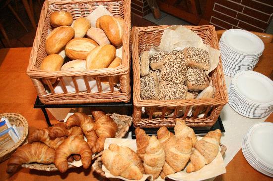 Hotel Alt Giessen: reichhaltiges Frühstücksbuffet