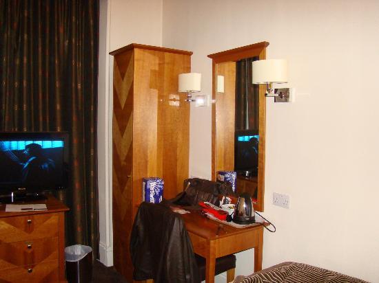 Mercure Aberdeen Caledonian Hotel: Desk