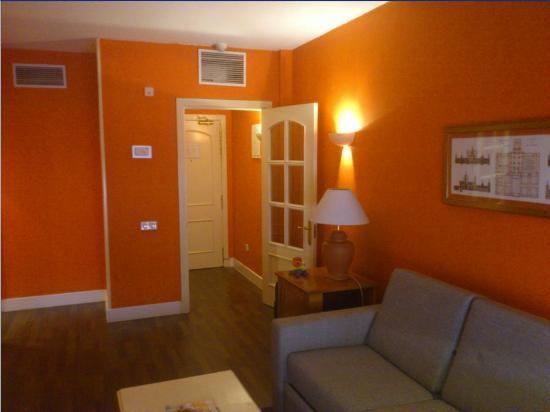 ILUNION Suites Madrid: Standard Classic 1309 Sala de estar.