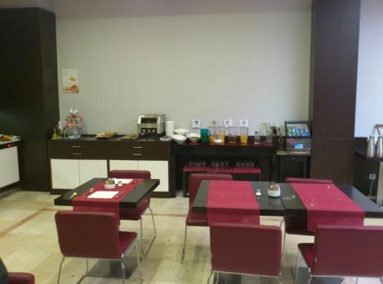 ILUNION Suites Madrid: Desayuno buffet