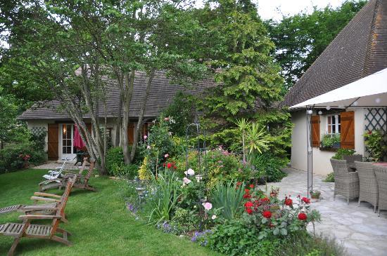 Le Clos Fleuri: Le Clois Fleuri  gardens and B&B