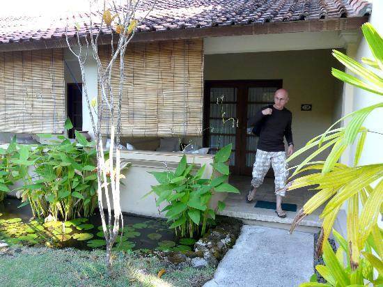 Mimpi Resort Menjangan: l entrée de la chambre et la terrasse
