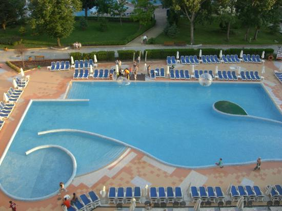 Sol Nessebar Mare: View of the pool from our balcony