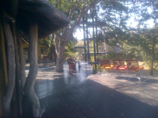 Vuyatela Lodge & Galago Camp: Deck