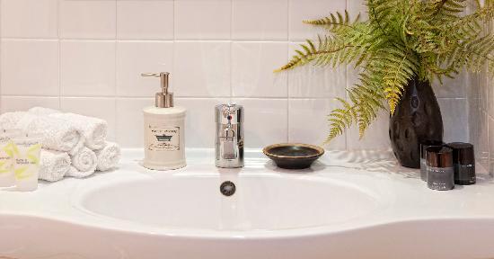 B&B @ The Redwoods: Bathroom Vanity