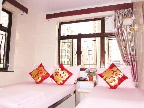 Marco Polo Hostel : Triple Room 1 Double + 1 Single Bed Day View