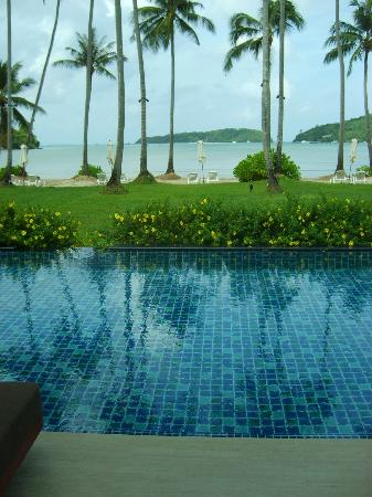 Crowne Plaza Phuket Panwa Beach: view of swim up channel to beach