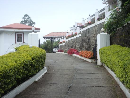 Elysium Garden Hill Resorts: Entrance