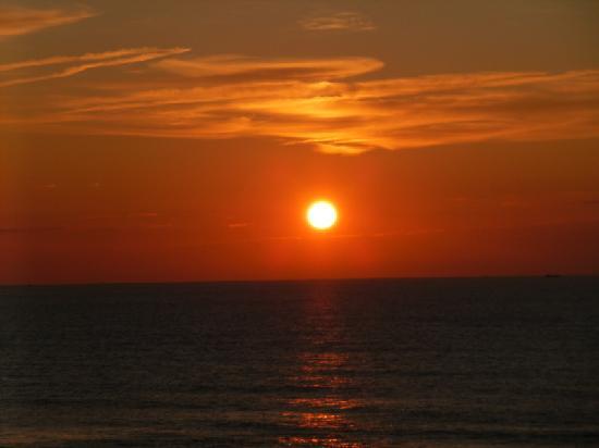 't Zeepaardje: sunset from my window at the hotel