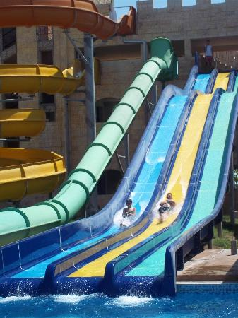 Nessebar, บัลแกเรีย: Main slide area - race your kids down this slide !