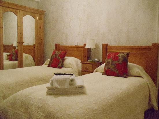 Sunningdale Guest House: All rooms are ensuite with bath or shower