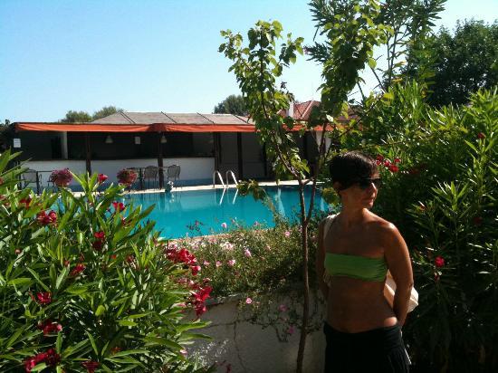 Antigoni Beach Hotel & Suites: piscina hotel