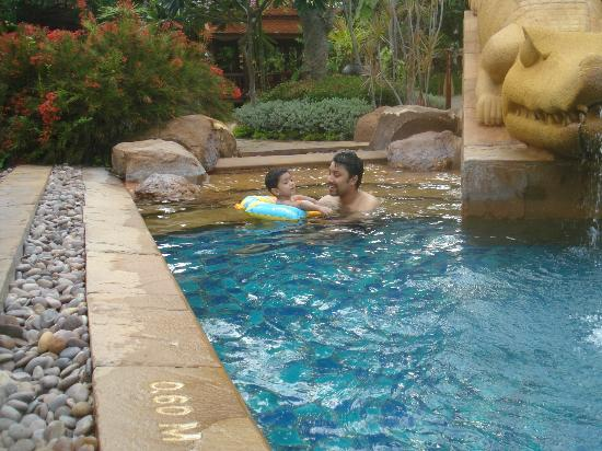 Marriott Hua Hin Resort & Spa: the pool with a separate pool for children