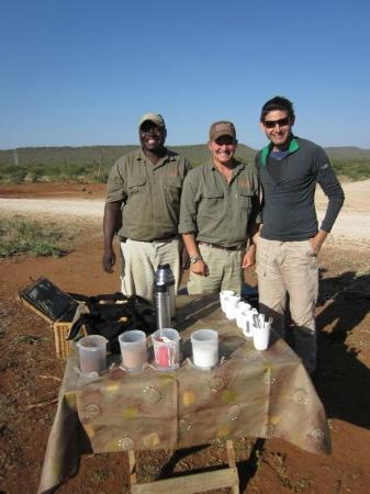 Impodimo Game Lodge: morning tea with our legendary tracking team