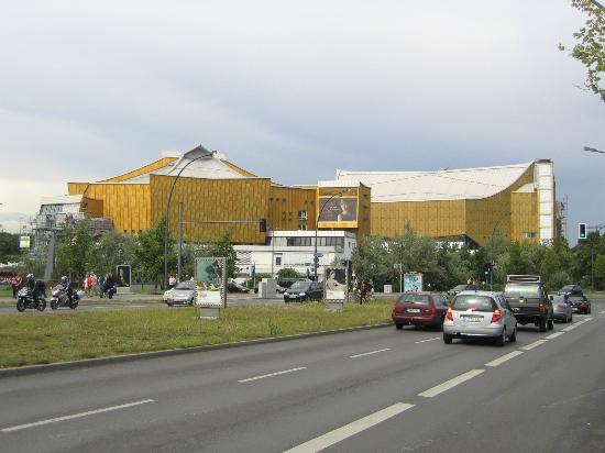 Berlin Philharmonic: From the main road