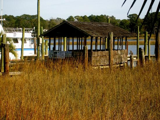 Dockside Seafood House : close up of the dock