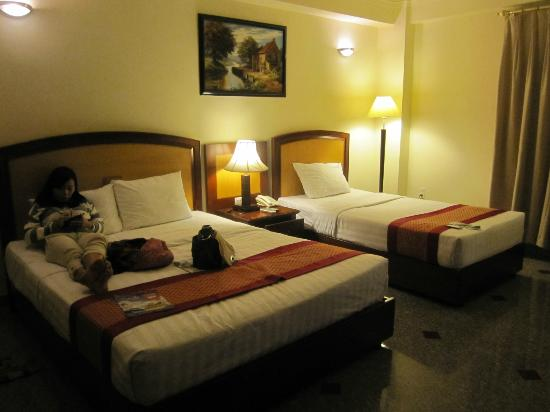 A&EM Signature Hotel: Clean and comfy beds and A/C was great