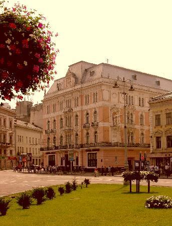 George Hotel (Facade)