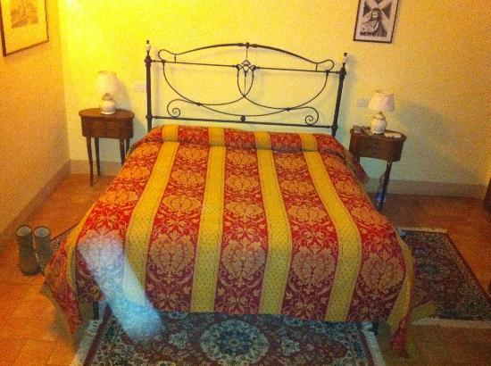 Agriturismo Casa di Bacco: Camera arancio