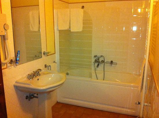 Agriturismo Casa di Bacco: Bagno con vasca idromassaggio