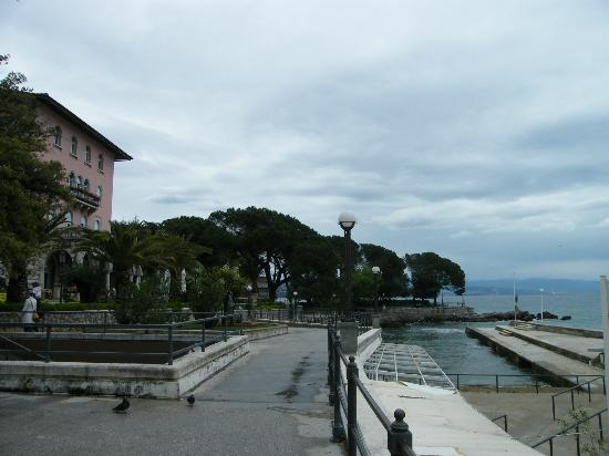 Amadria Park Hotel Milenij: View to the Hotel Milenij from the pedestrian area by the sea
