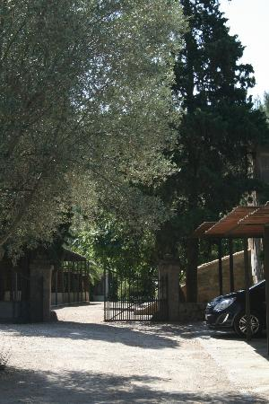 Agroturismo Alfabia Nou: Entrance and car park