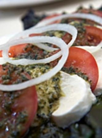 Tournedos Steakhouse : Tomato, Sweet Onion & Fresh Mozzarella Salad