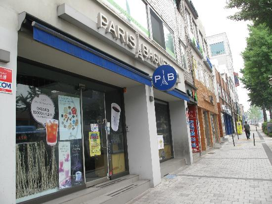 Prime in Seoul Hotel: Paris Baguette shop down the road from the hotel