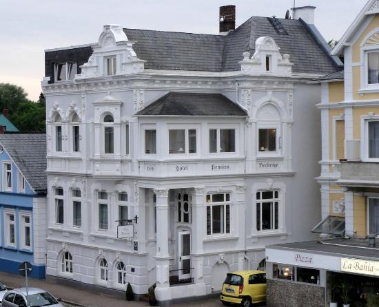 Hotel Beckroege: Hotel Beckröge vom angrenzenden Deich aus