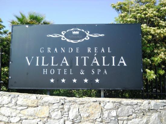 Grande Real Villa Italia Hotel & Spa : Tabella all'ingresso