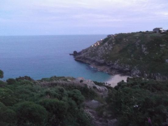 Treen Farm Campsite: Portcurno beach and Minack theatre just minutes walk away
