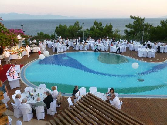 Club Med Bodrum Palmiye: soirée blanche autour de la piscine