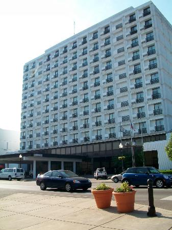Pullman Plaza Hotel: Outside the hotel