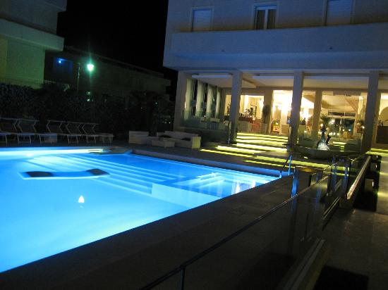 Beaurivage Hotel : piscina