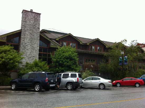 Howe Sound Brew Pub: Lots of free parking
