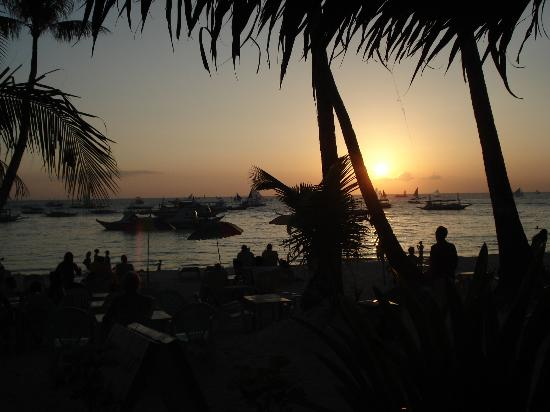 Bei Kurt und Magz: A great place to watch the sunset!