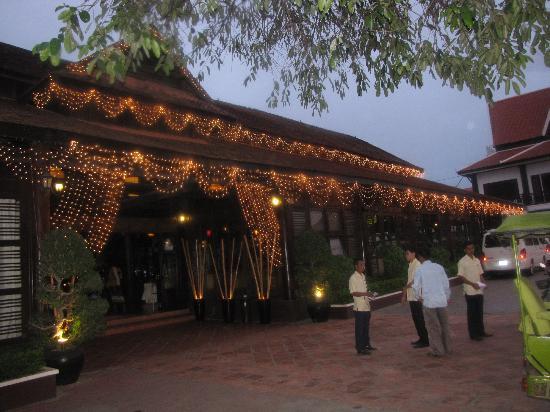Koulen Restaurant: Outside
