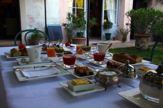 Habanera : le petit dejeuner served in the garder