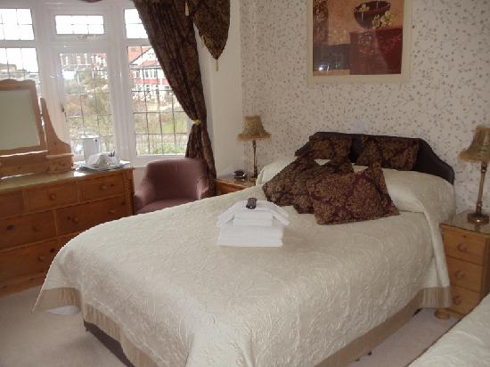 Sunningdale Guest House: Triple room with views towards the Park