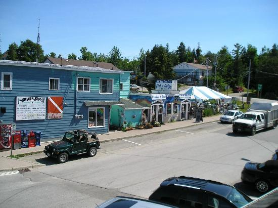 Crowsnest Pub : The view from the deck