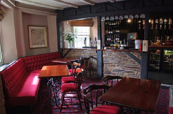 The Royal Oak: Our traditional bar area
