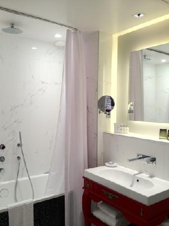 La Maison Favart : The Bathroom