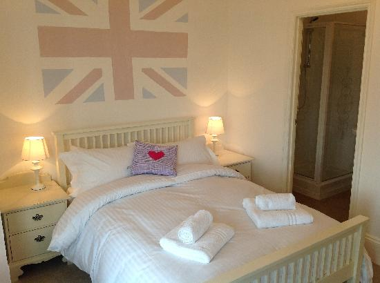 Henrys - The Shabby Chic Cafe: One of our B&B rooms