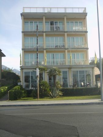 هوتل سافوي: das hotel von der strassenseite 