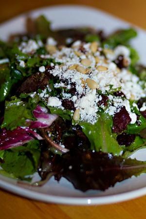 Courtyard Restaurant: Cranberry goat cheese salad