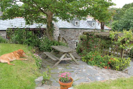 Culloden Farmhouse: Relax in the Garden