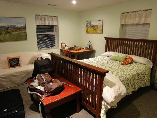 Smiths' Bed and Breakfast : Basement room