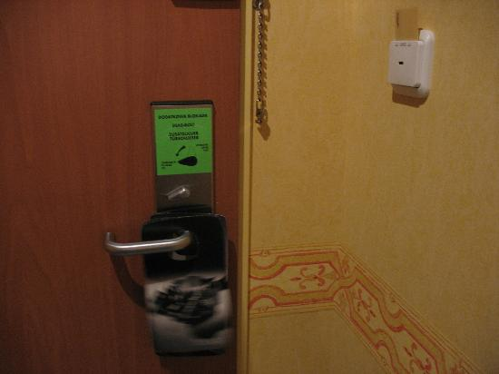 Hotel Scandic Gdansk: loved the possibility to lock the door myself from the inside, so noone can enter it when i slee