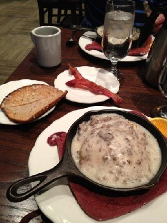 The Branch Restaurant & Bar: Elk sausage gravy and biscuits were very good but the service was terrible!